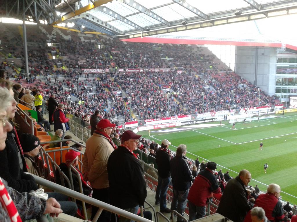 Spiel-1. FCK